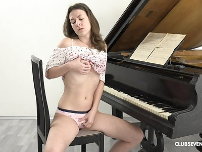 Masturbating all day is the favorite activity of Alessandra Amore
