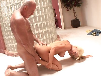 Teenager lets grandpa fuck her pussy in the bathroom