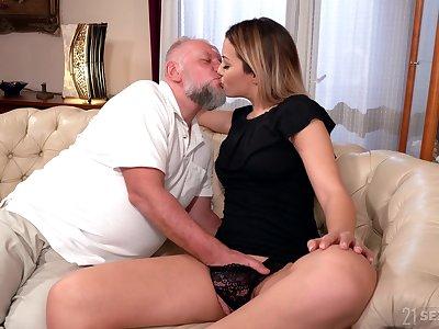 Teen slut likes riding performance daddy's senior cock